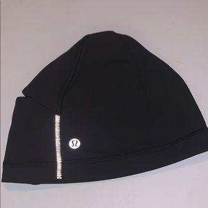LULULEMON Run it out toque black hat